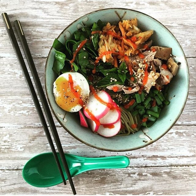 At Home Soba Noodle Bowl 🤩🍥🥢 • Soba #noodle bowl + 6 minute egg + radishes, scallions, cilantro and a ton of greens! Hit it with some Sriracha, kimchi, and white sesame seeds for some extra flavor 🙌 • Add a squeeze of #lemon (#vitamin C) to your cooked greens to increase your absorption of iron. 💪🏼❤️ #themoreyouknow